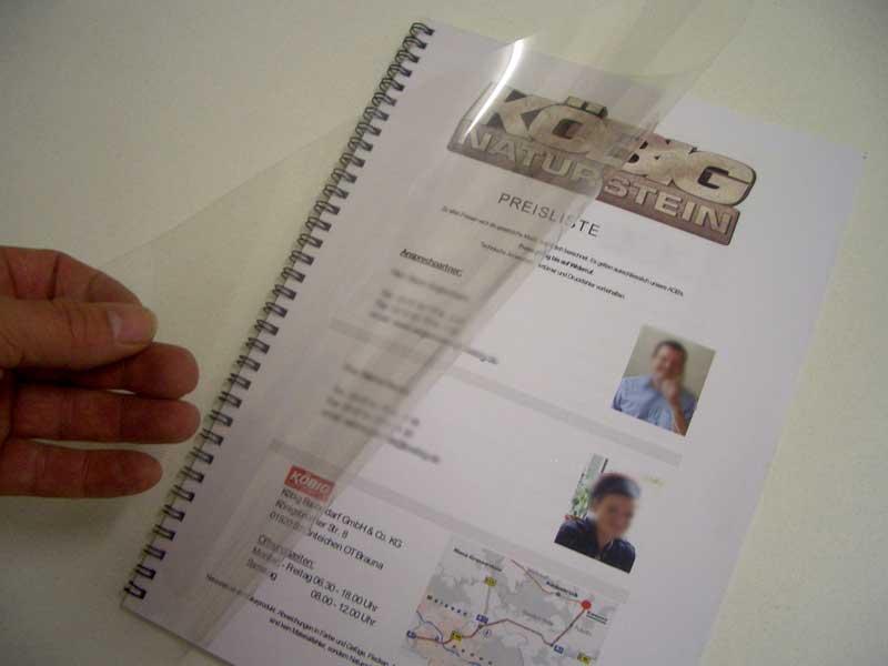 Ringbuch mit eingebundener Klarsichtfolie zur Veredelung des Deckblattes